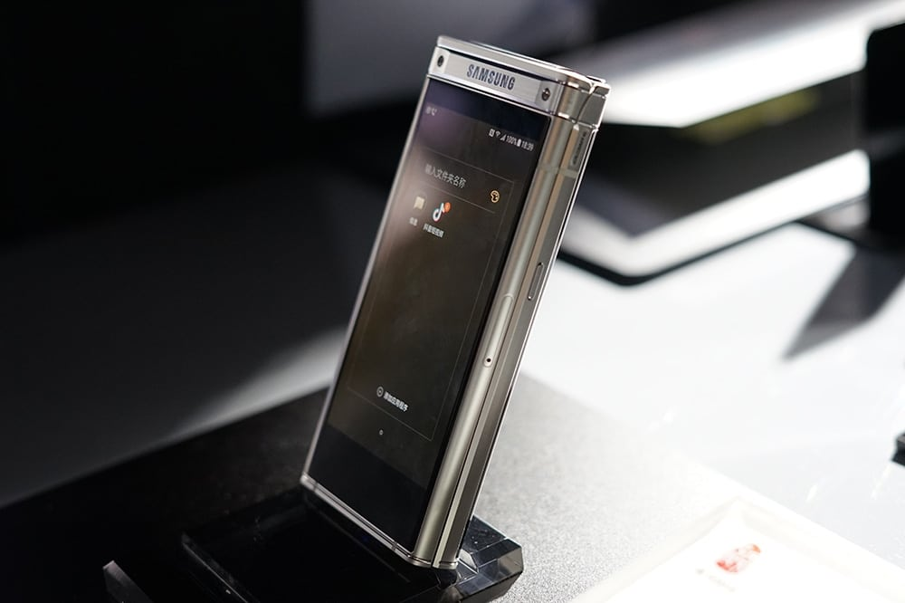 Samsung W2018 screen